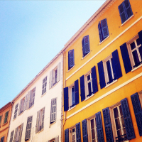 Comment acheter un logement ancien dans le Var quand on est jeune?
